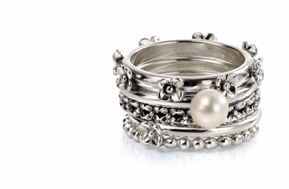 Picture of 5 Stacking Rings With Raised Flowers And Pearl